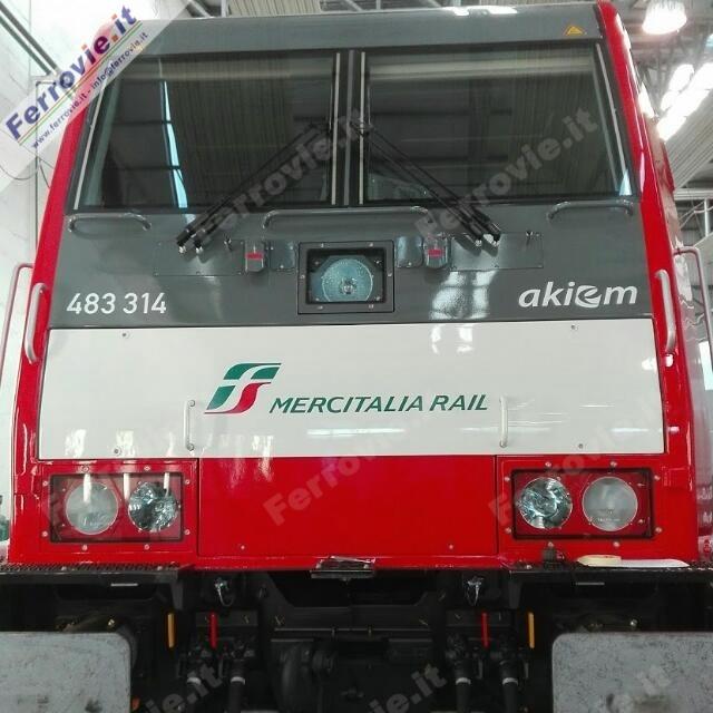 La E 483.314 di Akiem per Mercitalia Rail.