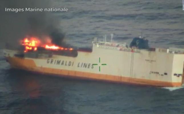 Francia, affonda nave mercantile napoletana: in salvo l'equipaggio